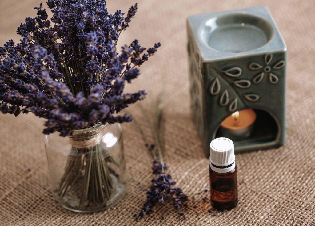 Aromatherapie während der Meditation verstärken Gefühle.