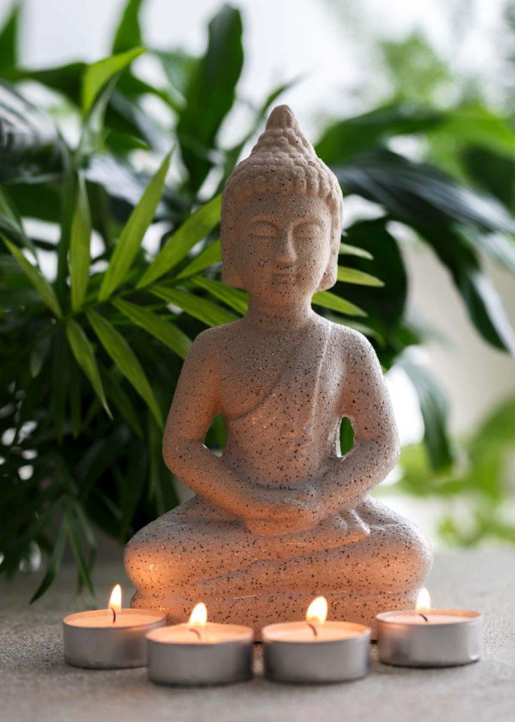 Meditationsort mit Buddha Statue.