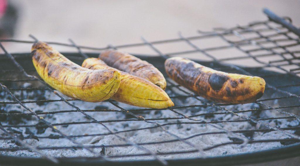 Bananen auf dem Grill.