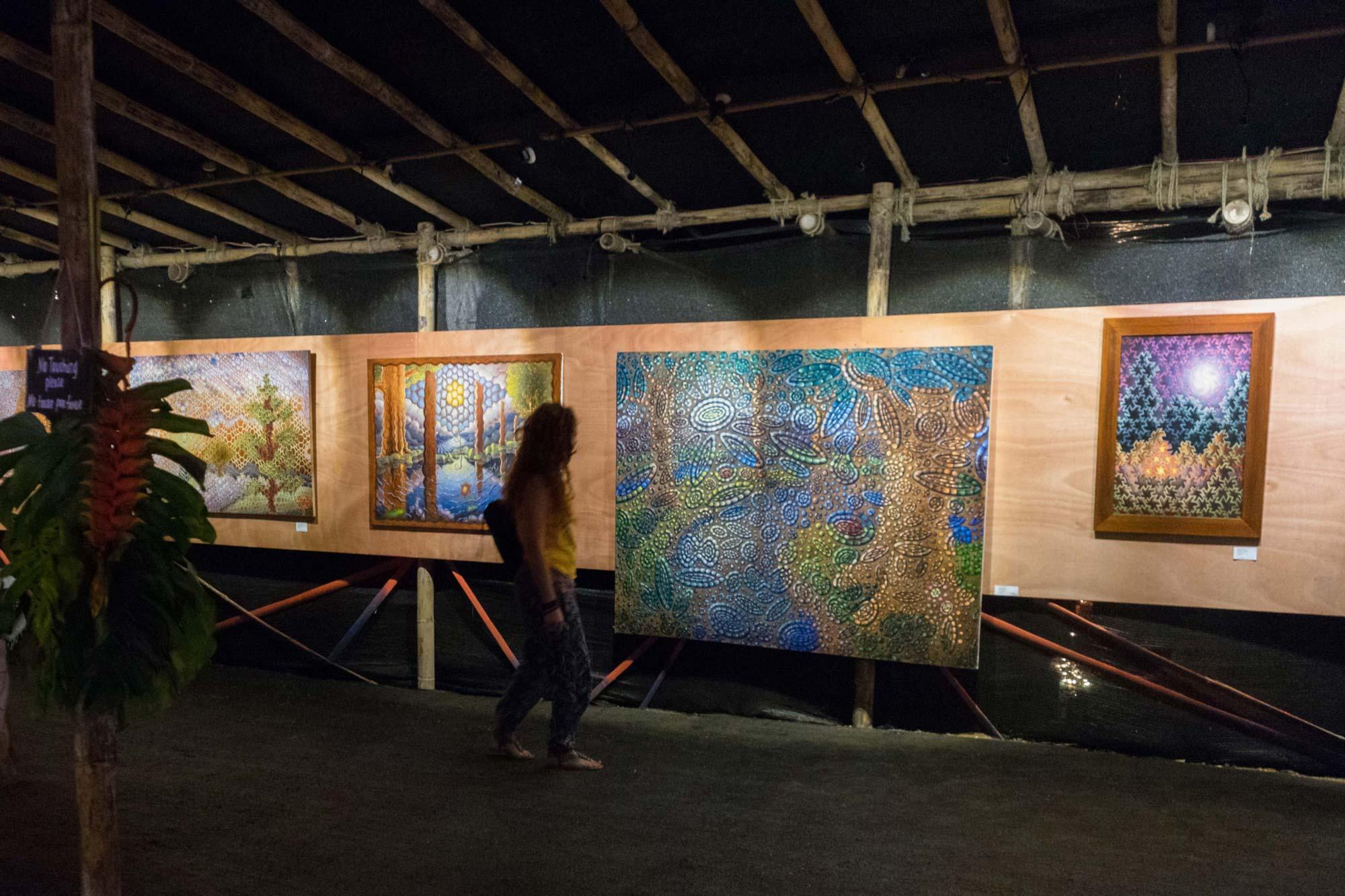 Galerie und Kunstausstellung auf dem Envision Festival.