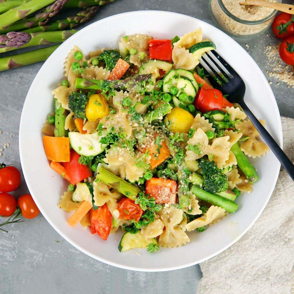 Pasta Primavera. Rezept für Veganer Nudelgericht.