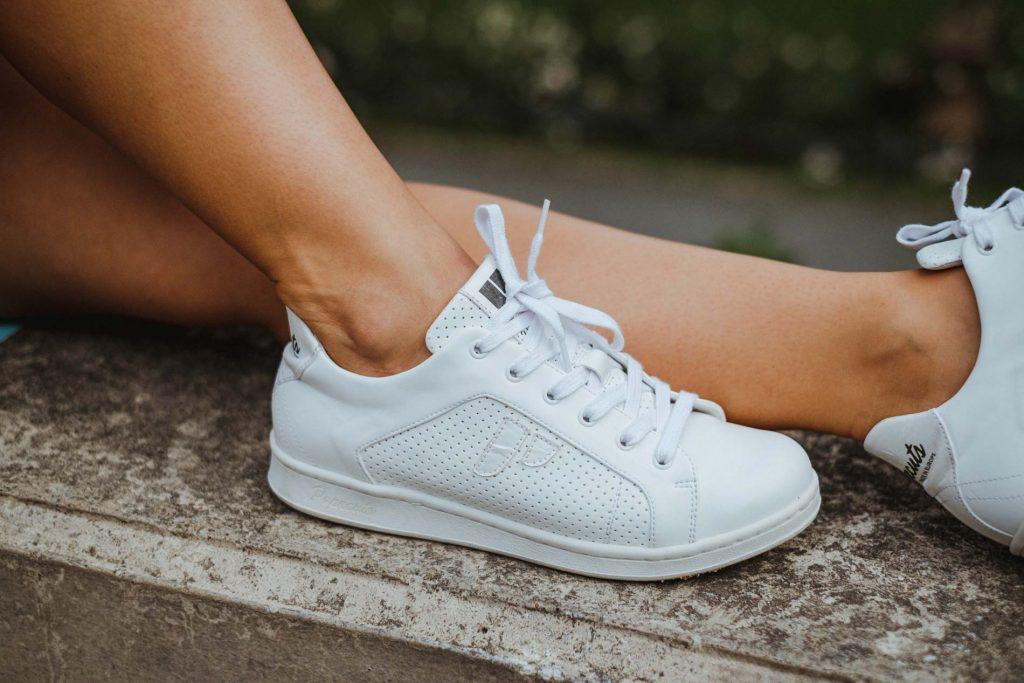 weiße vegane Sneakers
