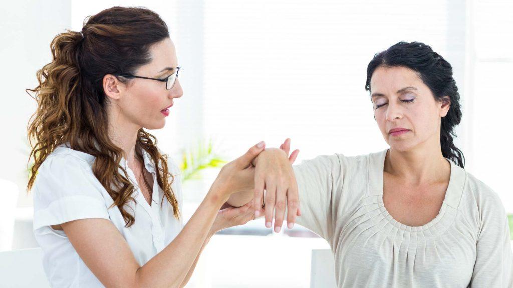 Hypnose kann helfen das Rauchen aufzuhören.