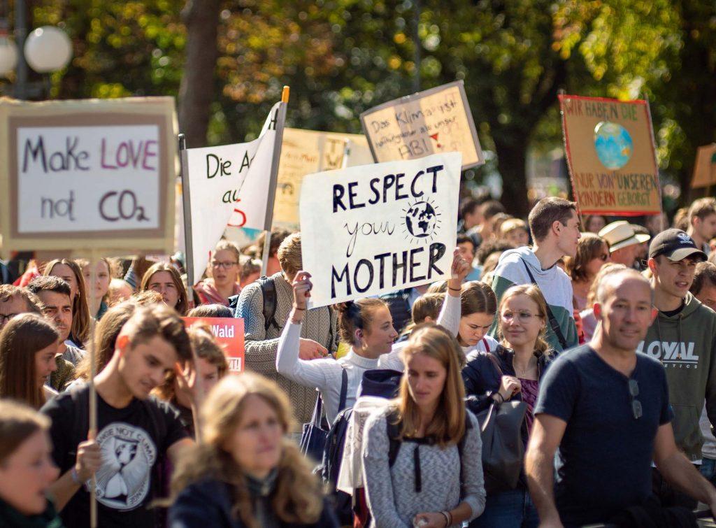 Klimakrise Demonstration, unsichere Zukunft der jungen Generation.