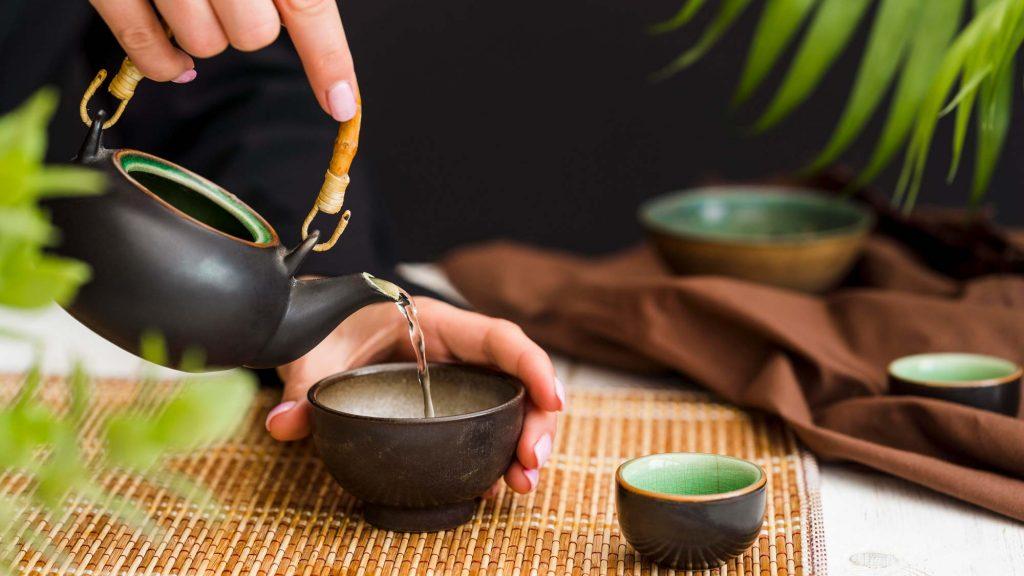 Die Grüntee Teezeremonie in Japan dient zur Einkehr und wirkt beruhigend.