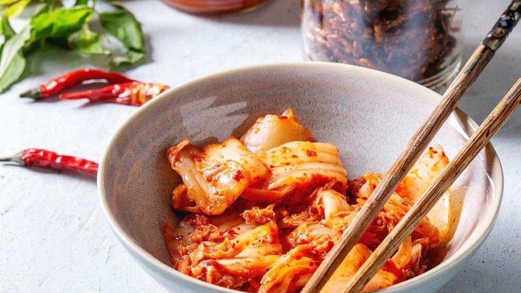 Kimchi ist ein koreanisches Sauerkraut aus Chinakohl - Achtung scharf!