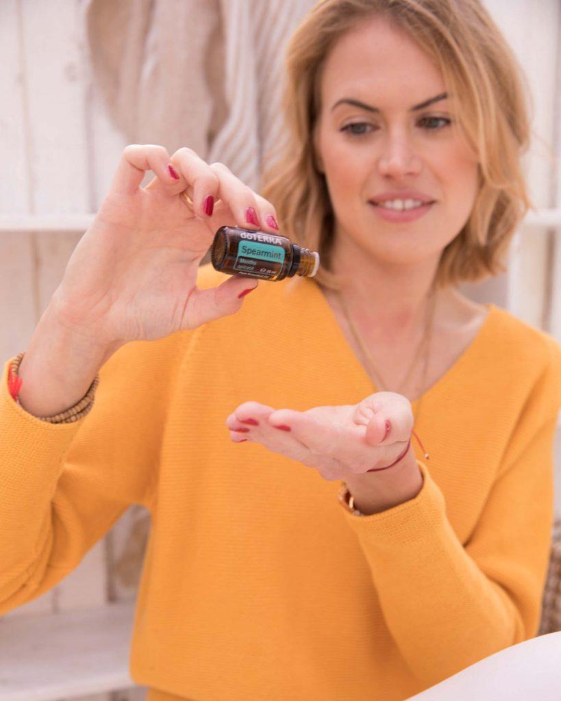 DoTerra Beraterin Kea-Sophie. Sie zeigt dir gerne, wie du ätherische Öle bei Depressionen einsetzen kannst.