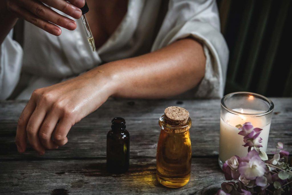 100% naturreine Aromaöle gegen Depressionen. Das sind gute ätherische Öle bei Depressionen.