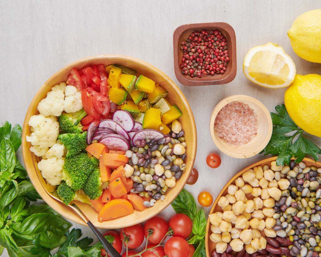 Ist die pflanzenbasierte Vollwertkost dasselbe wie vegane Ernährung?