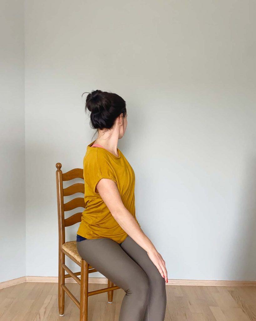 Yoga im Sitzen am Arbeitsplatz