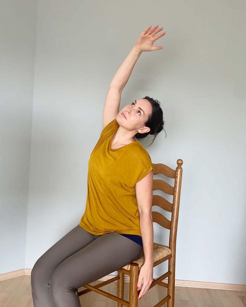 Yoga im Sitzen kann man auch im Altersheim durchführen